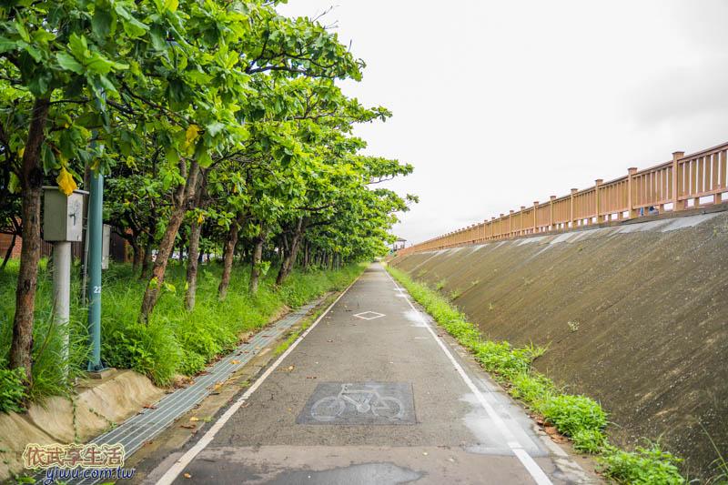 香山濕地賞蟹步道旁的17公里海岸線