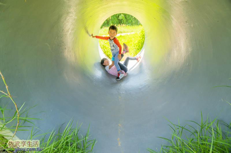 青青草原水管山洞