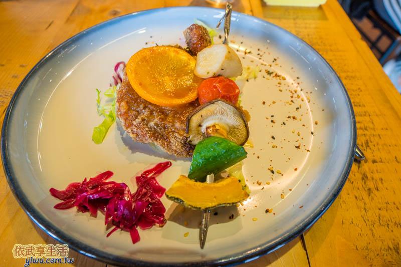 尖石薰衣草森林餐廳迷迭香蜜汁雞腿排