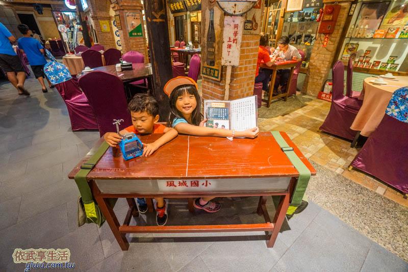 風城之月課桌椅