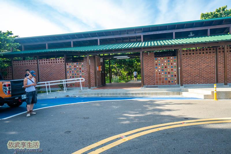 香山LIKE . 8咖啡館停車場廁所