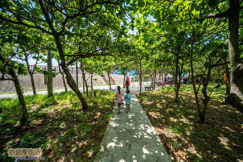 香山LIKE . 8咖啡館停車場綠色小徑