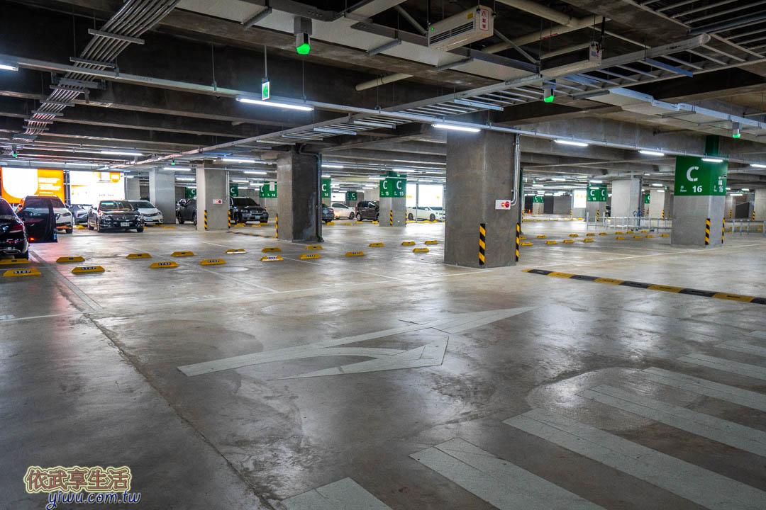 IKEA桃園店停車場
